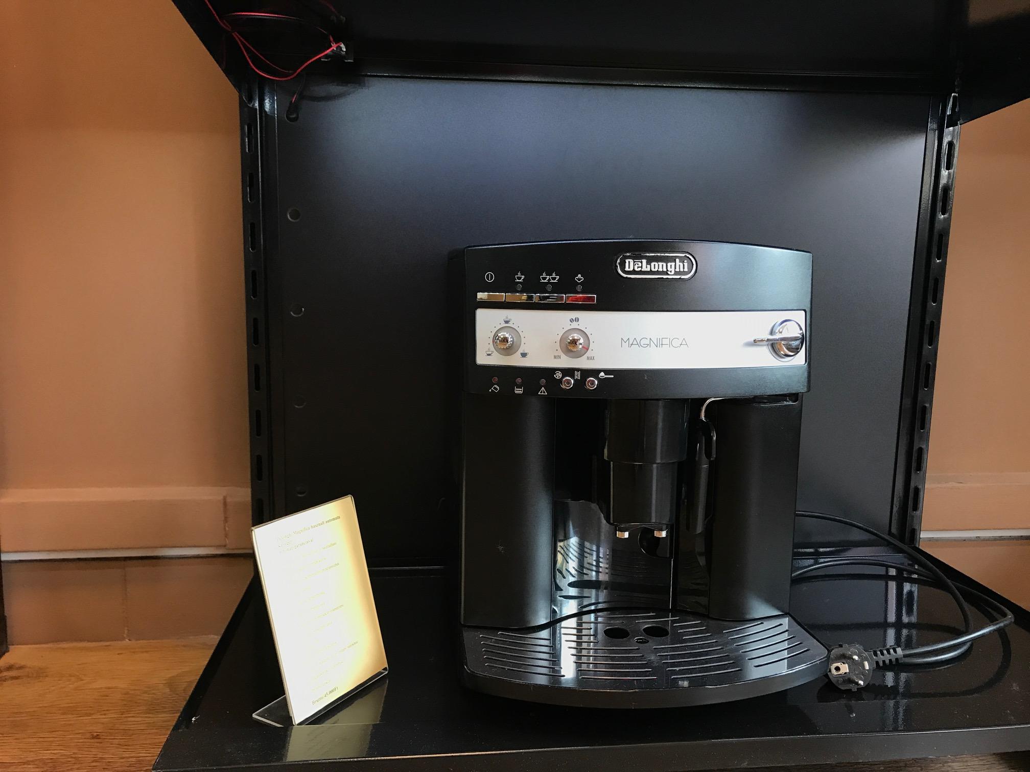 DeLonghi ESAM 3000 Magnifica Kávéfőző felújított 12hónap garanciával